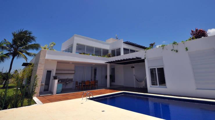 Deck piscina: Piscinas  por Libório Gândara Ateliê de Arquitetura,