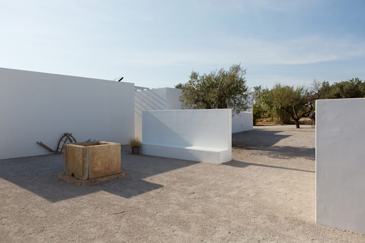 Pensão Agricola: Casas  por atelier Rua - Arquitectos,Mediterrânico