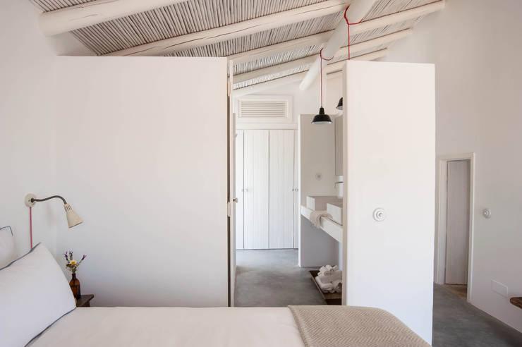 Cuartos de estilo  por atelier Rua - Arquitectos