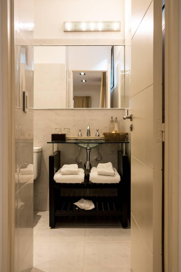 Hotel Azur – Reforma y nuevas habitaciones: Hoteles de estilo  por CAPÓ estudio,