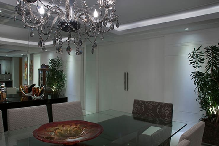 Cozinha Integrada a Sala de Estar e Jantar: Salas de jantar  por Angela Ognibeni Arquitetura e Interiores