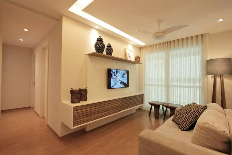 Apartamento Campo de São bento: Salas de estar  por Muniz e Gaby Interiores
