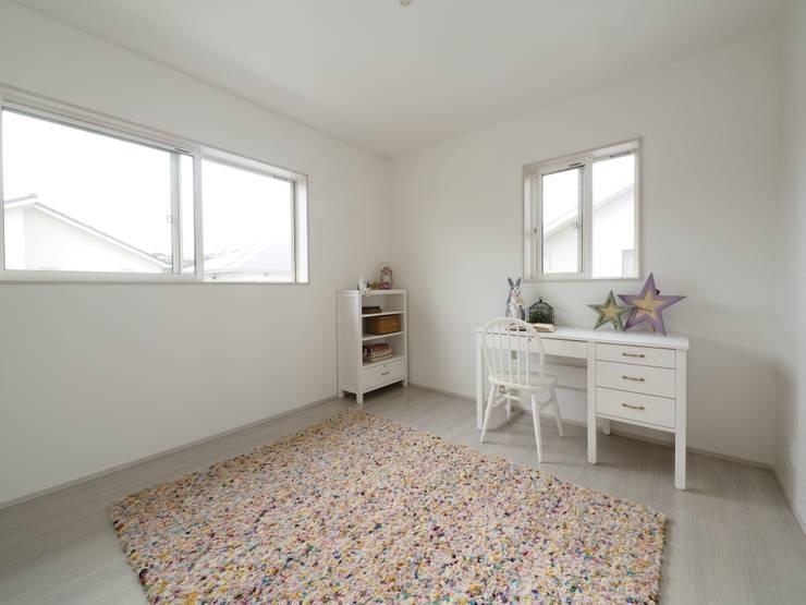 『 カジュアルガーリー な すまい 』:  Live Sumai - アズ・コンストラクション -が手掛けた子供部屋です。