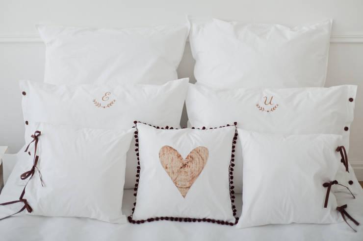 Camera da letto in stile  di Forest