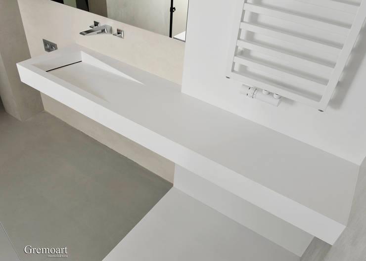 Umywalka z odpływem liniowym asymetryczna: styl , w kategorii  zaprojektowany przez Gremo art,Nowoczesny