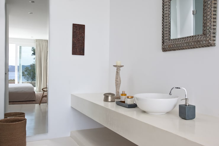 Bathroom by ANTONIO HUERTA ARQUITECTOS