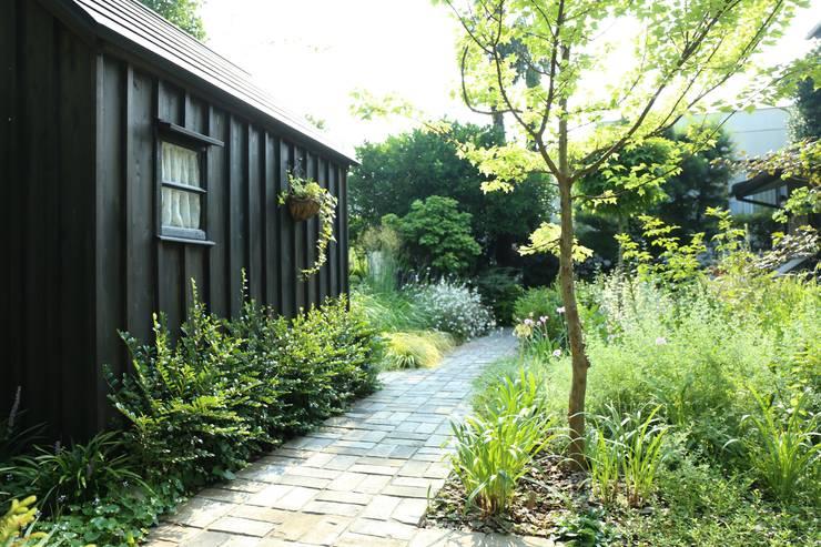大田区の庭: BROCANTE が手掛けたテラス・ベランダです。