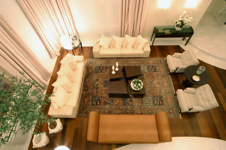 Sala de Estar: Salas de estar  por Yara Mendes Arquitetura e Decoração