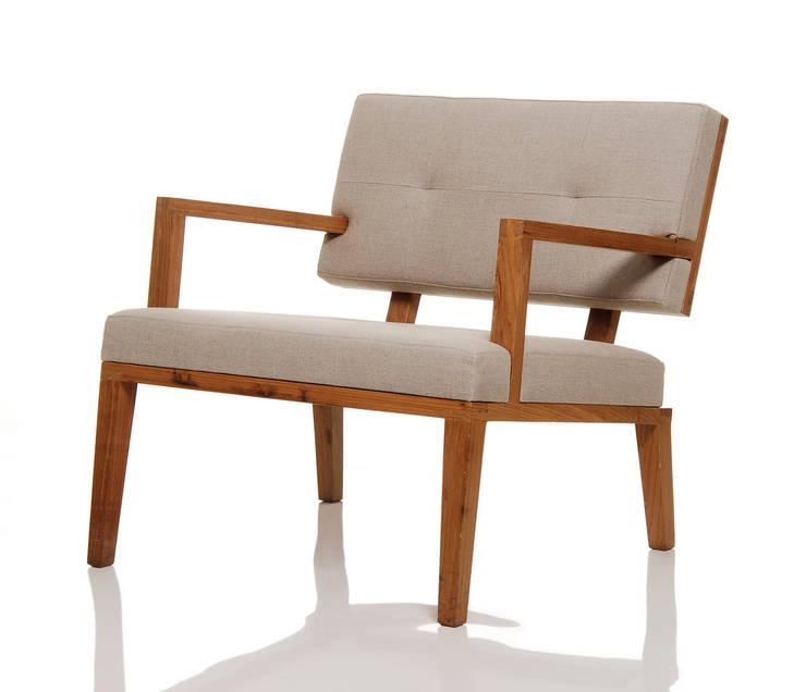 Poltrona JOLIU: Sala de estar  por LLUSSÁ Mobiliário de design