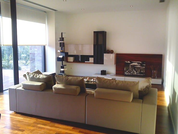 Proyecto Interiorismo Casa PROCUG en Valldoreix: Salones de estilo  de Marc Pérez Interiorismo