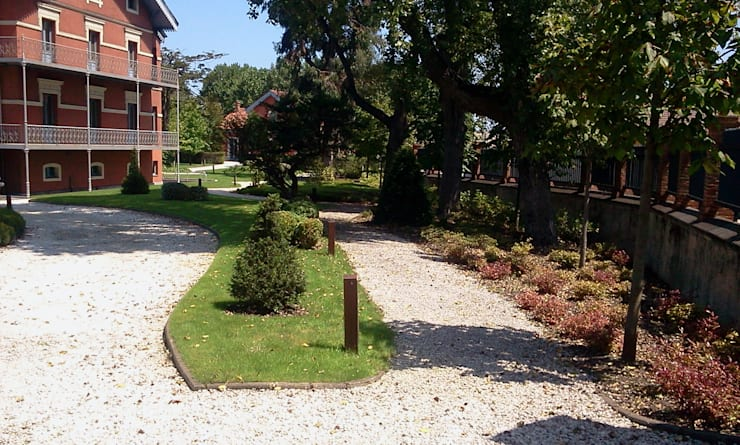 Quinta la Vega: Jardines de estilo moderno de GreenerLand. Arquitectura Paisajista y Tematización