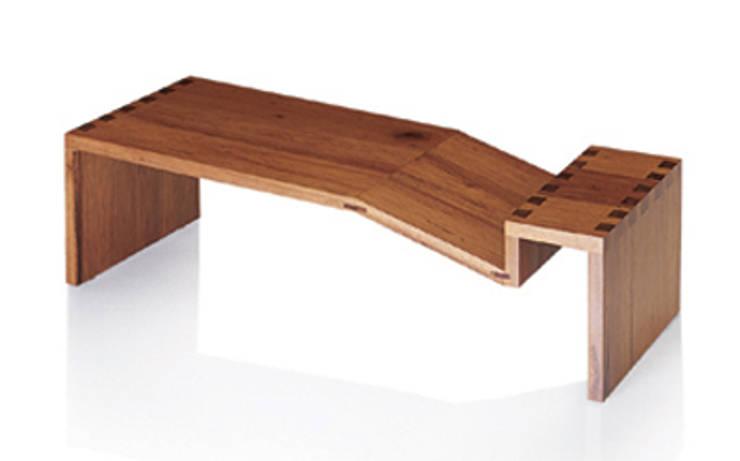 Mesa de Centro NOMES: Sala de estar  por LLUSSÁ Mobiliário de design