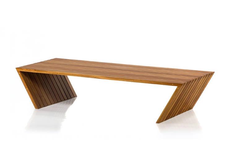Mesa de Centro GRIS: Sala de estar  por LLUSSÁ Mobiliário de design
