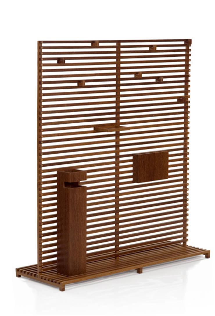 Cabideiro CLAU: Sala de estar  por LLUSSÁ Mobiliário de design