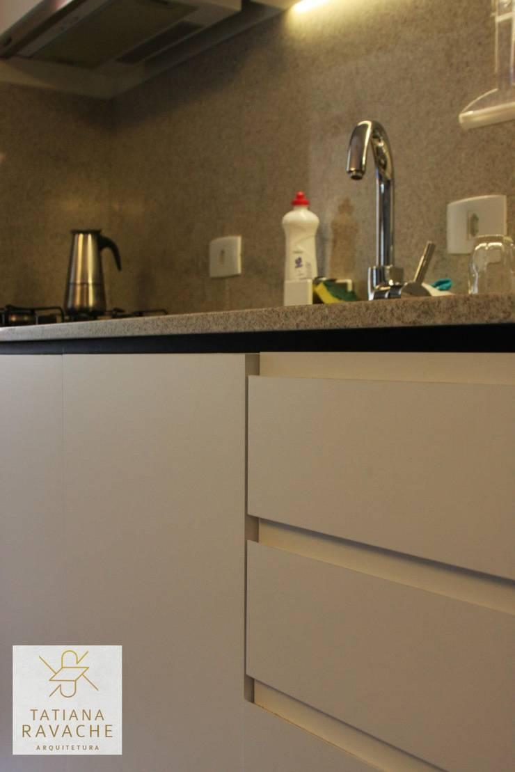 Cozinha: Cozinhas  por Tatiana Ravache Arquitetura,