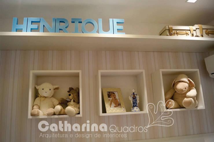 Quarto bebê, Charitas – Niterói – RJ 2015: Quarto infantil  por Catharina Quadros Arquitetura e Interiores,Clássico