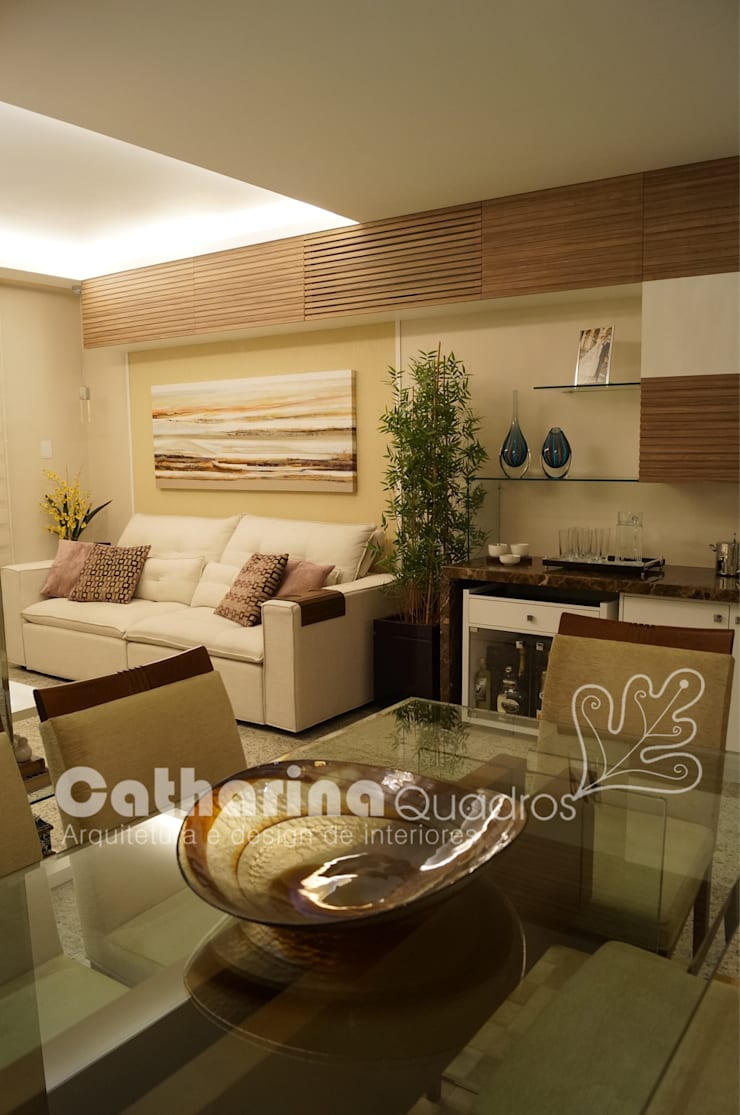 Apartamento Charitas – Niterói – RJ – 2014: Salas de estar  por Catharina Quadros Arquitetura e Interiores,