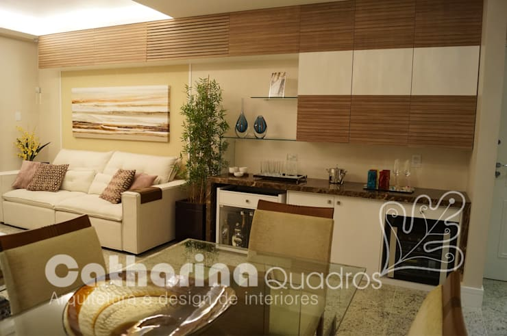 Apartamento Charitas – Niterói – RJ – 2014: Salas de estar  por Catharina Quadros Arquitetura e Interiores