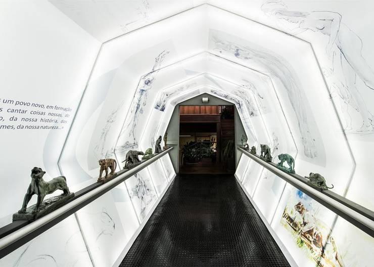 Túnel João Turin: Locais de eventos  por Yara Mendes Arquitetura e Decoração