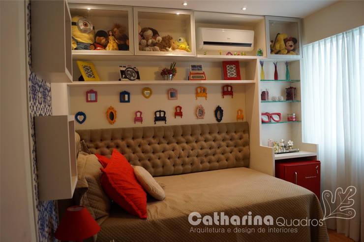 Quarto de menina adolescente - Icaraí - Niterói - RJ - 2014: Quarto infantil  por Catharina Quadros Arquitetura e Interiores,Moderno