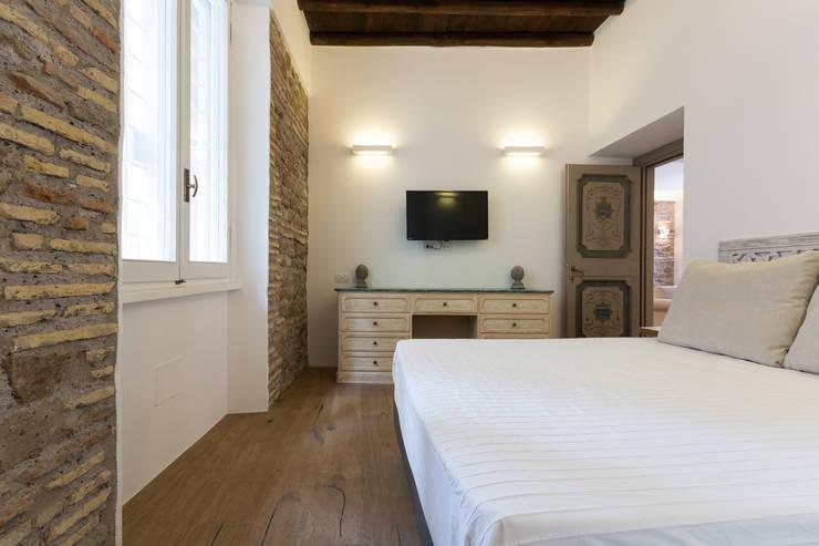 غرفة نوم تنفيذ SERENA ROMANO' ARCHITETTO