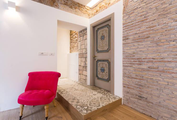 غرفة المعيشة تنفيذ SERENA ROMANO' ARCHITETTO