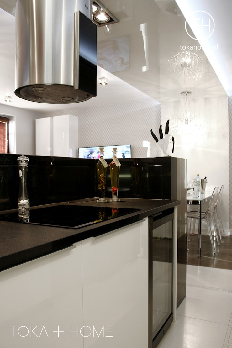Cocinas de estilo moderno de TOKA + HOME Moderno Granito
