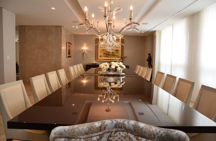 Sala de Jantar: Salas de jantar  por Yara Mendes Arquitetura e Decoração