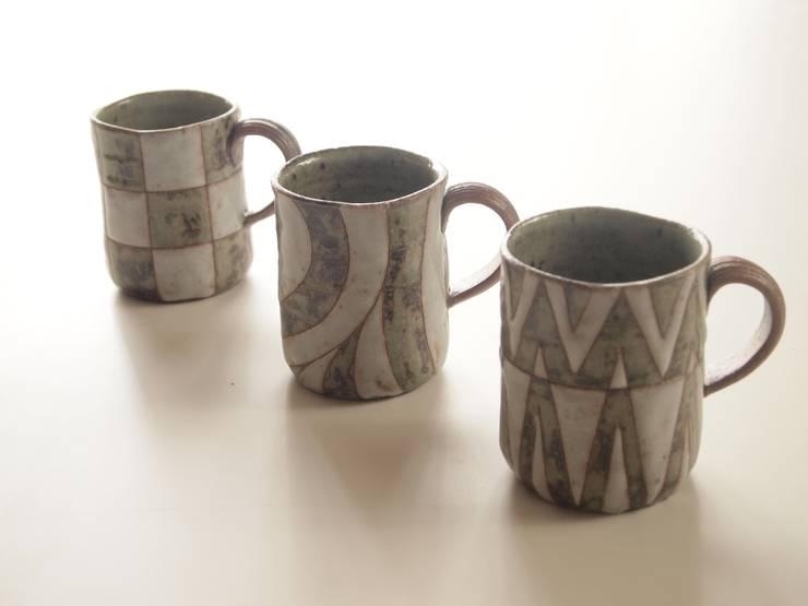 油彩マグカップ: 水谷俊雄が手掛けた折衷的なです。,オリジナル 陶器