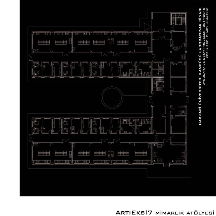 ArtıEksi7 Mimarlık Atölyesi – Hakkari Üniversitesi Laboratuvar Binası:  tarz Okullar, Modern
