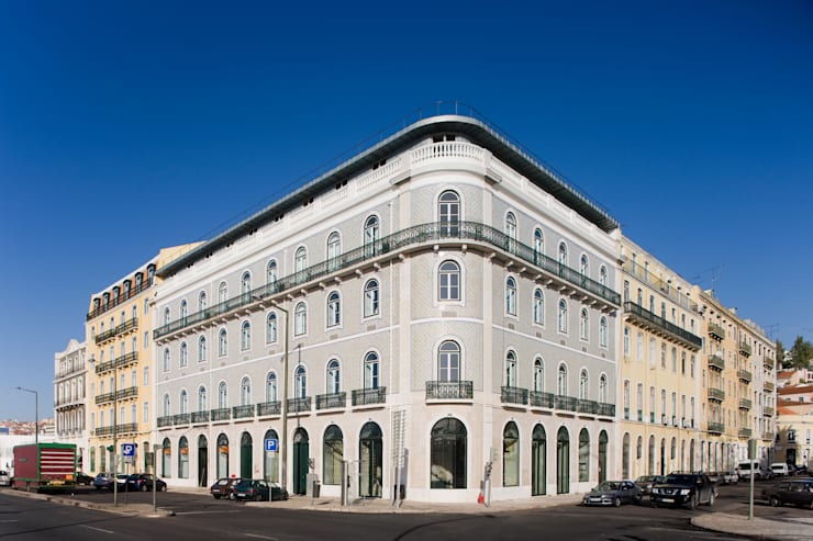 Edifício na Av. 24 de Julho - Lisboa:   por VÃO - Arquitectos Associados, Lda.