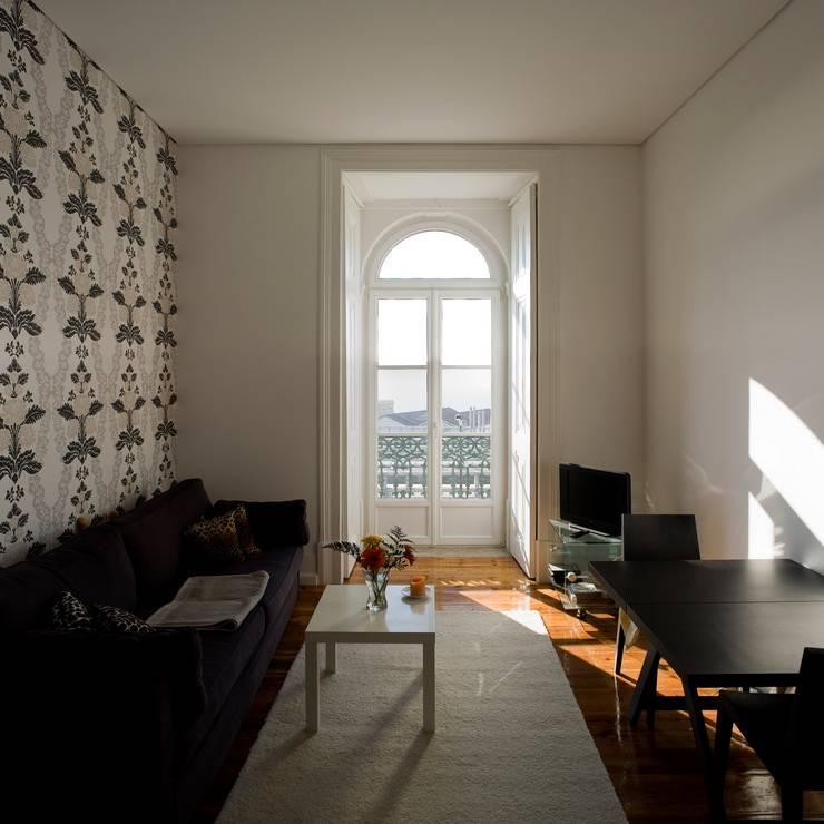 Salas / recibidores de estilo clásico por VÃO - Arquitectos Associados, Lda.