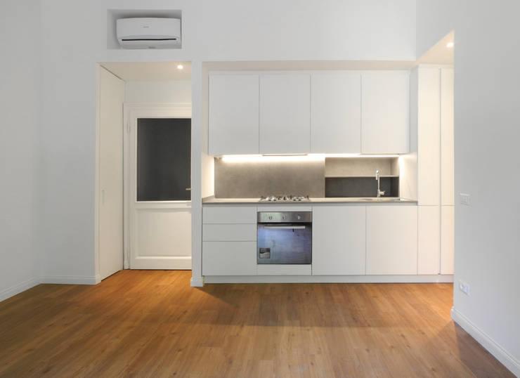 GUARDI B: Cucina in stile in stile Moderno di 02arch