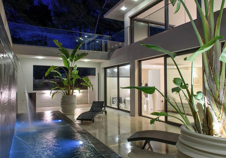 Spas modernos por frederique Legon Pyra architecte
