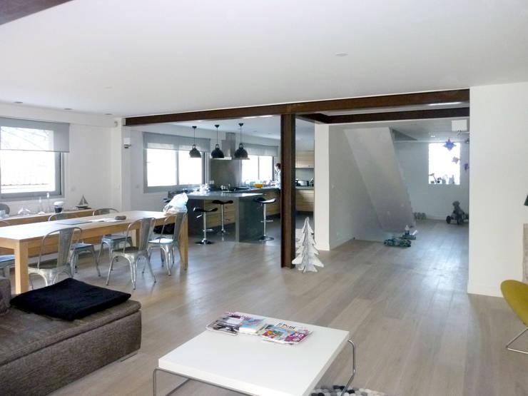 Olivier Stadler Architecte:  tarz Oturma Odası