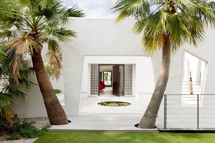Villa C1: Maisons de style  par frederique Legon Pyra architecte