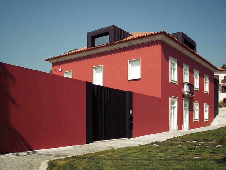 perspectiva: Moradias  por HUGO MONTE | ARQUITECTO