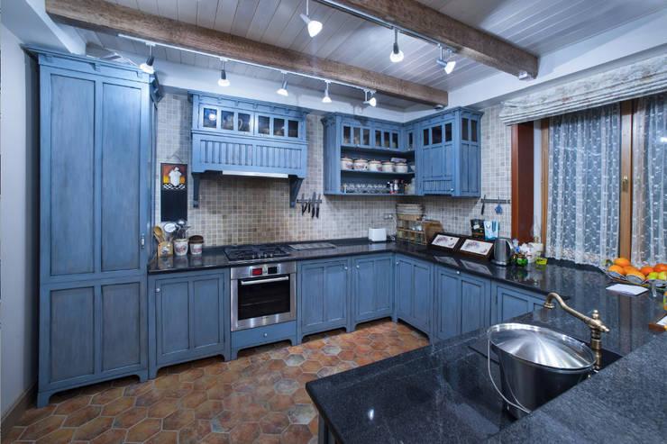 country Kitchen by Творческая Мастерская Владимира Романова