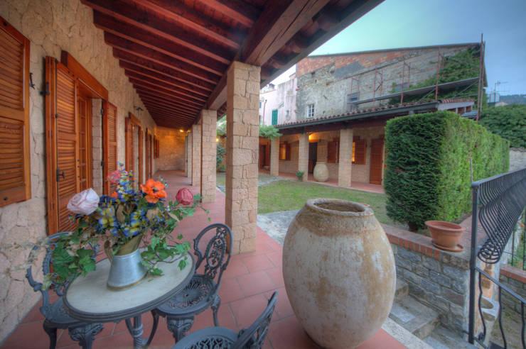 Villa: Case in stile  di Emilio Rescigno - Fotografia Immobiliare