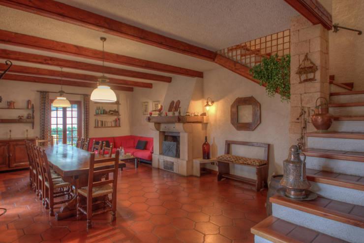 rustic Living room by Emilio Rescigno - Fotografia Immobiliare