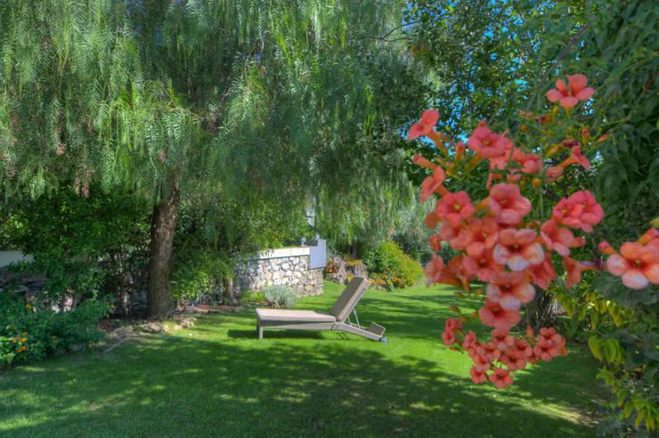 Jardines de estilo  por Emilio Rescigno - Fotografia Immobiliare