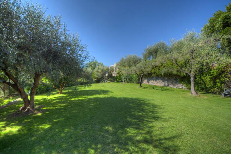 Projekty,  Ogród zaprojektowane przez Emilio Rescigno - Fotografia Immobiliare