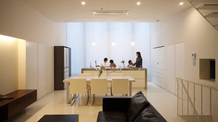 House in Fukushima: Mimasis Design/ミメイシス デザインが手掛けたリビングです。