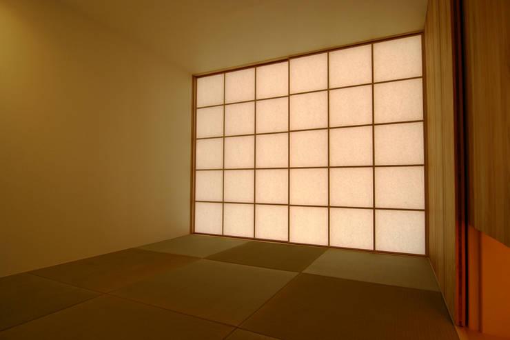 和室: Mimasis Design/ミメイシス デザインが手掛けた和室です。