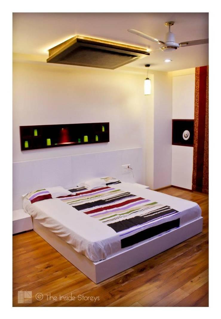 Park Titanium, Park Street, Pune:  Bedroom by The Inside Storeys
