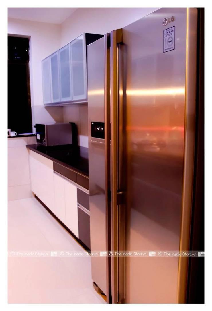 Park Titanium, Park Street, Pune:  Kitchen by The Inside Storeys