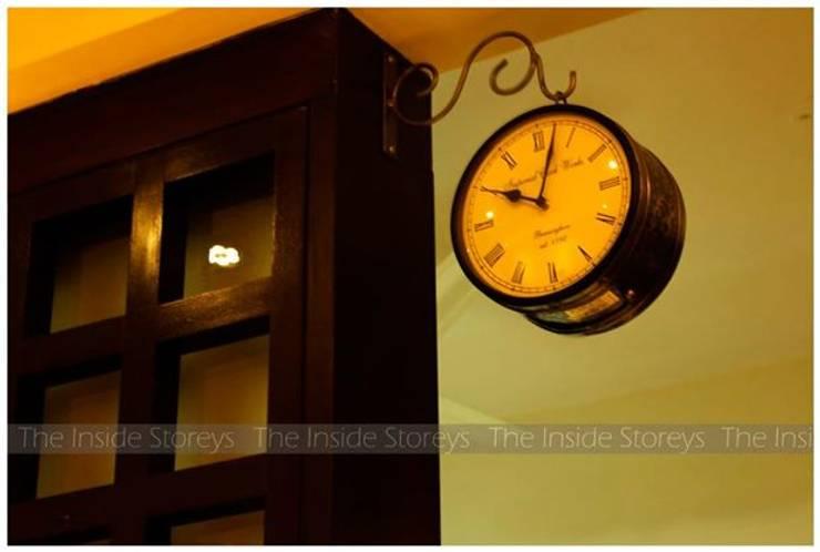 Aishwariyam Greens, Pune:  Living room by The Inside Storeys