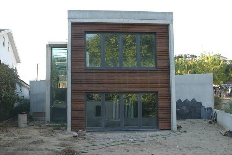 Projekty, nowoczesne Domy zaprojektowane przez Dynamic444