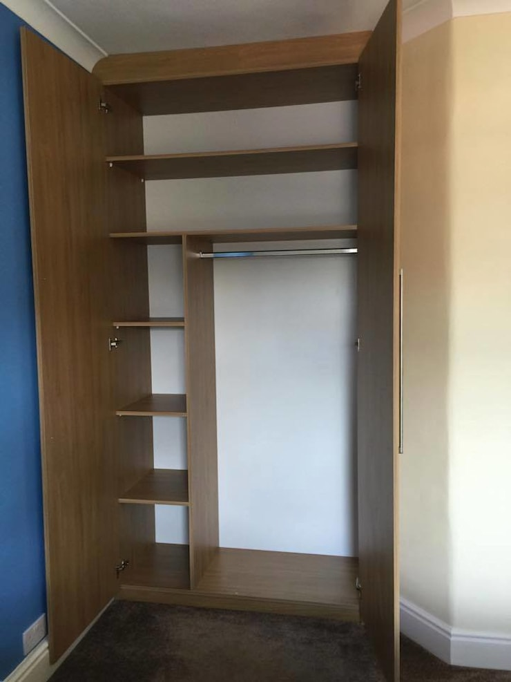 Oak wardrobe: modern  by Piwko-Bespoke Fitted Furniture, Modern Chipboard