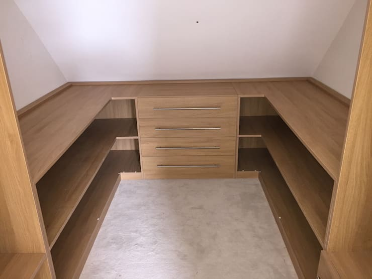 Walk in Closet: modern  by Piwko-Bespoke Fitted Furniture, Modern Chipboard